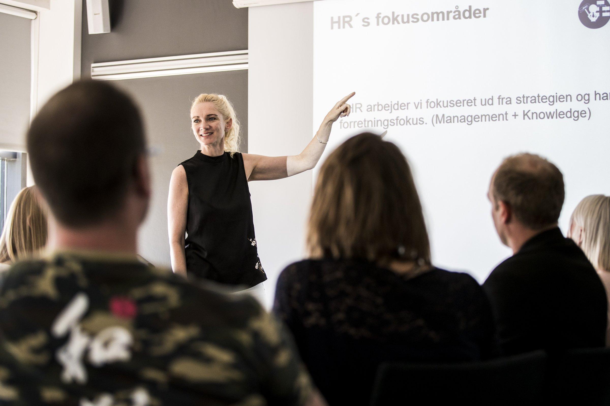 7e79635e GLS Danmarks HR-chef, Mette Wienberg, fortæller om, hvordan det nye tiltag  skaber en bedre forståelse for hinanden. Foto: Insights.